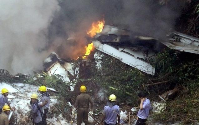 Horrible plane crash in Mangalore airport – AI Express flight from Dubai